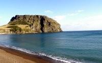 Пляж, море и гора