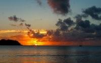 Закат и яхта
