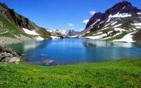Зеркальное горное озеро