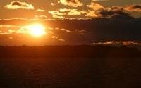 Яркое солнце на закате