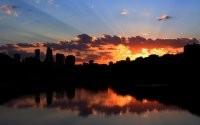 Закат за небоскребами