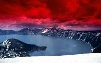 Красные облака над озером