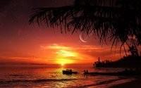 Закат и лодка в море
