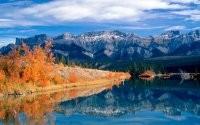 Горное озеро осенью