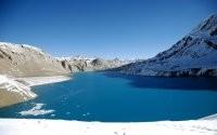 Ледяное озеро в горах