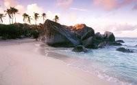 Пальмы, камни и песок