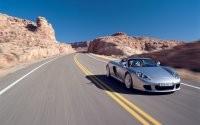 Porsche на шоссе