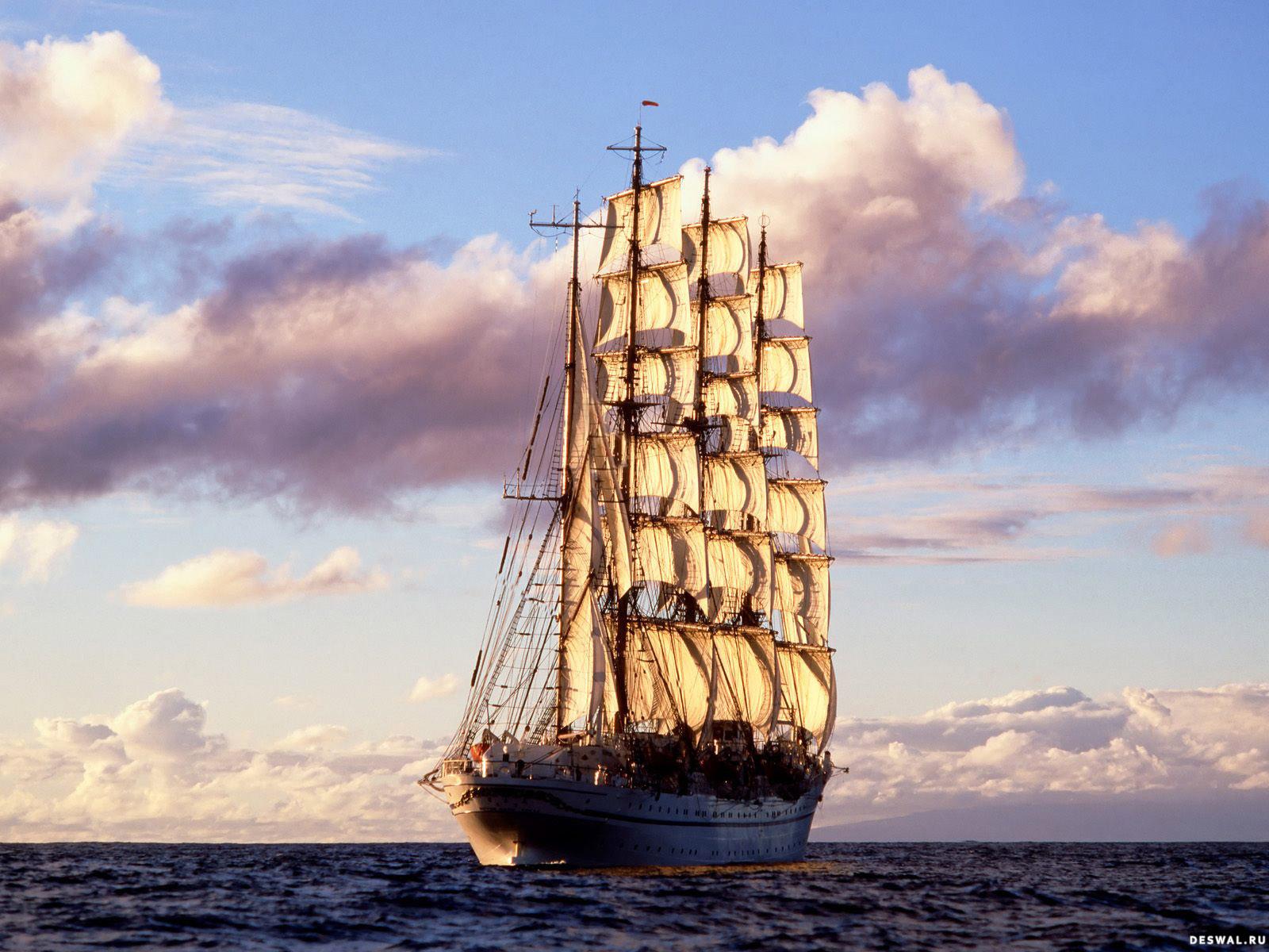 Старое парусное судно в море