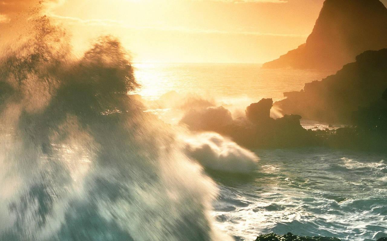 Огромные волны при шторме нажмите на