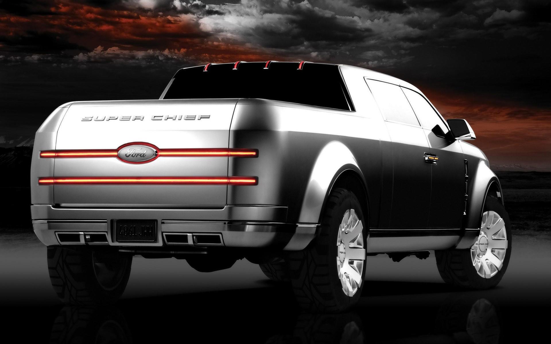 Серебристый Ford
