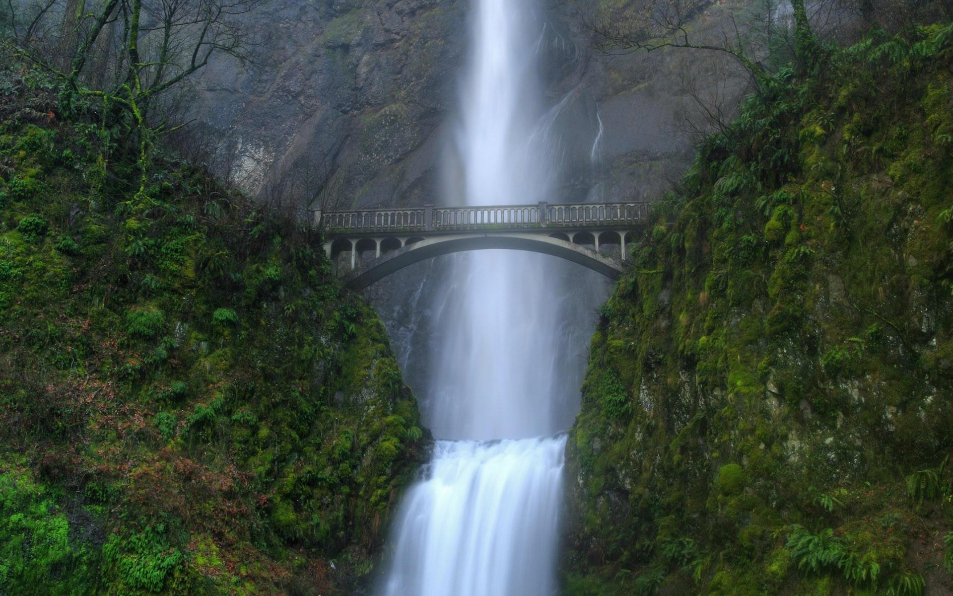 Водопад и мост
