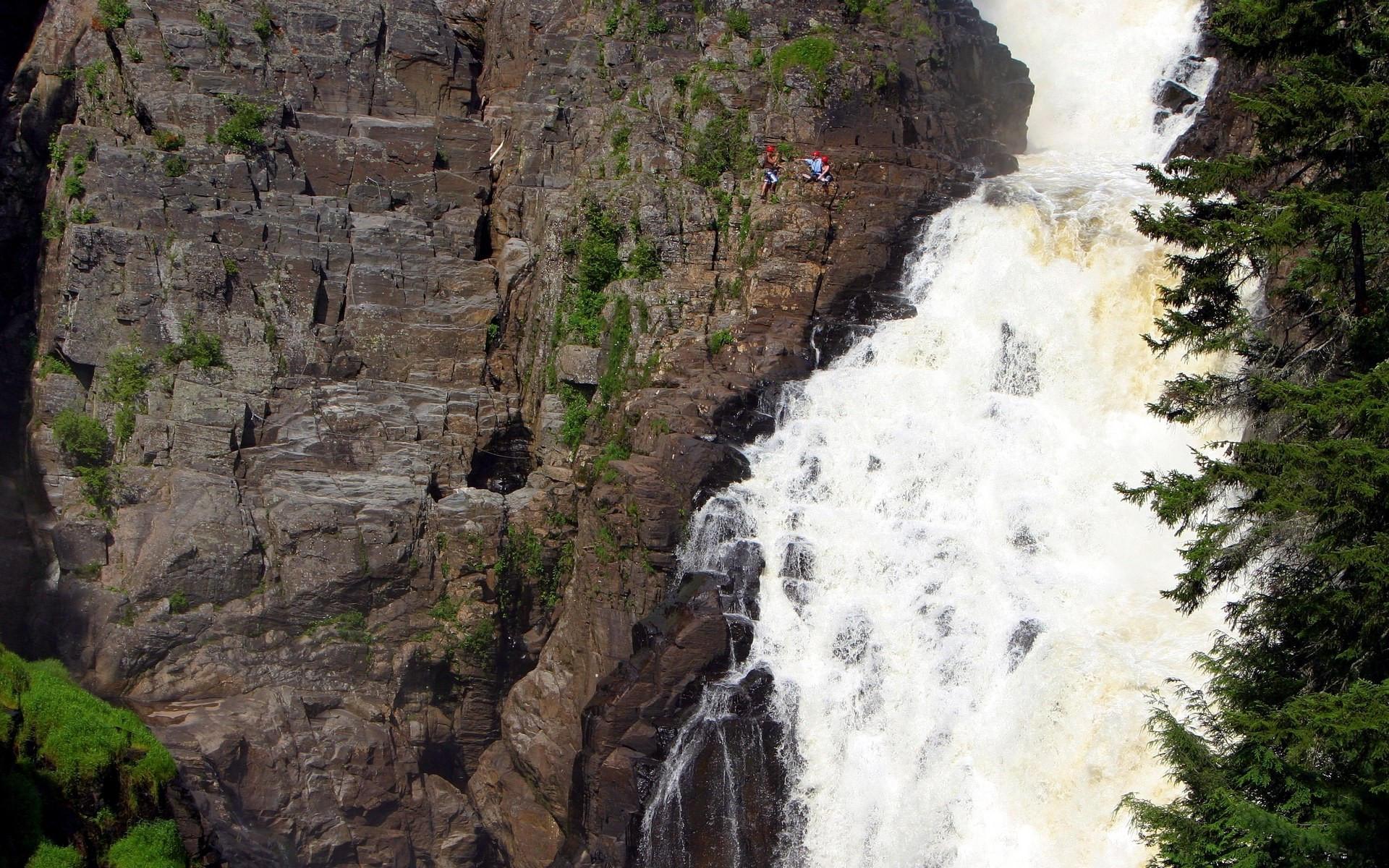Стремительный водопад