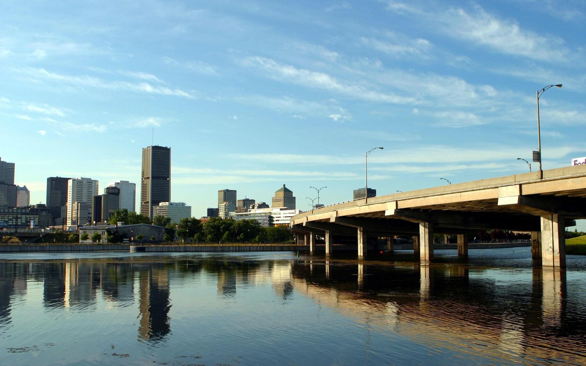 Городской мост через реку